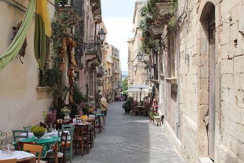 pretty streets of Ortigia